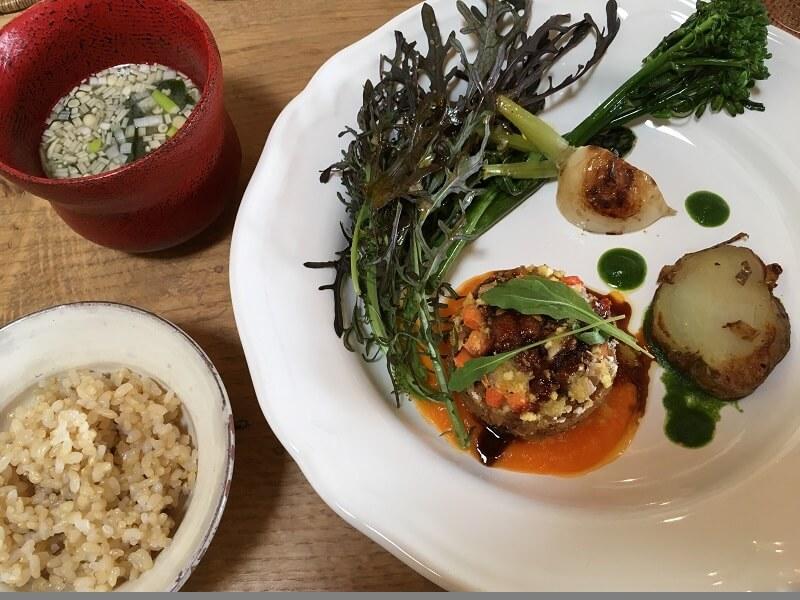 栃木 那須高原 アワーズダイニング oursdining レストラン 料理 ランチ 主菜 大豆ミート 玄米 味噌汁